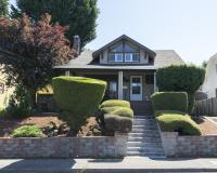 Pruned-shrubs-Garden-NE-Portland
